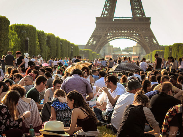 Como é estar na Torre Eiffel?