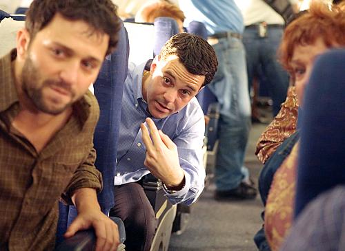 2. Um grupo de estrangeiros se uniu para recuperar o United Flight 93, impedindo o avião de matar números incalculáveis de pessoas na Capital dos EUA.