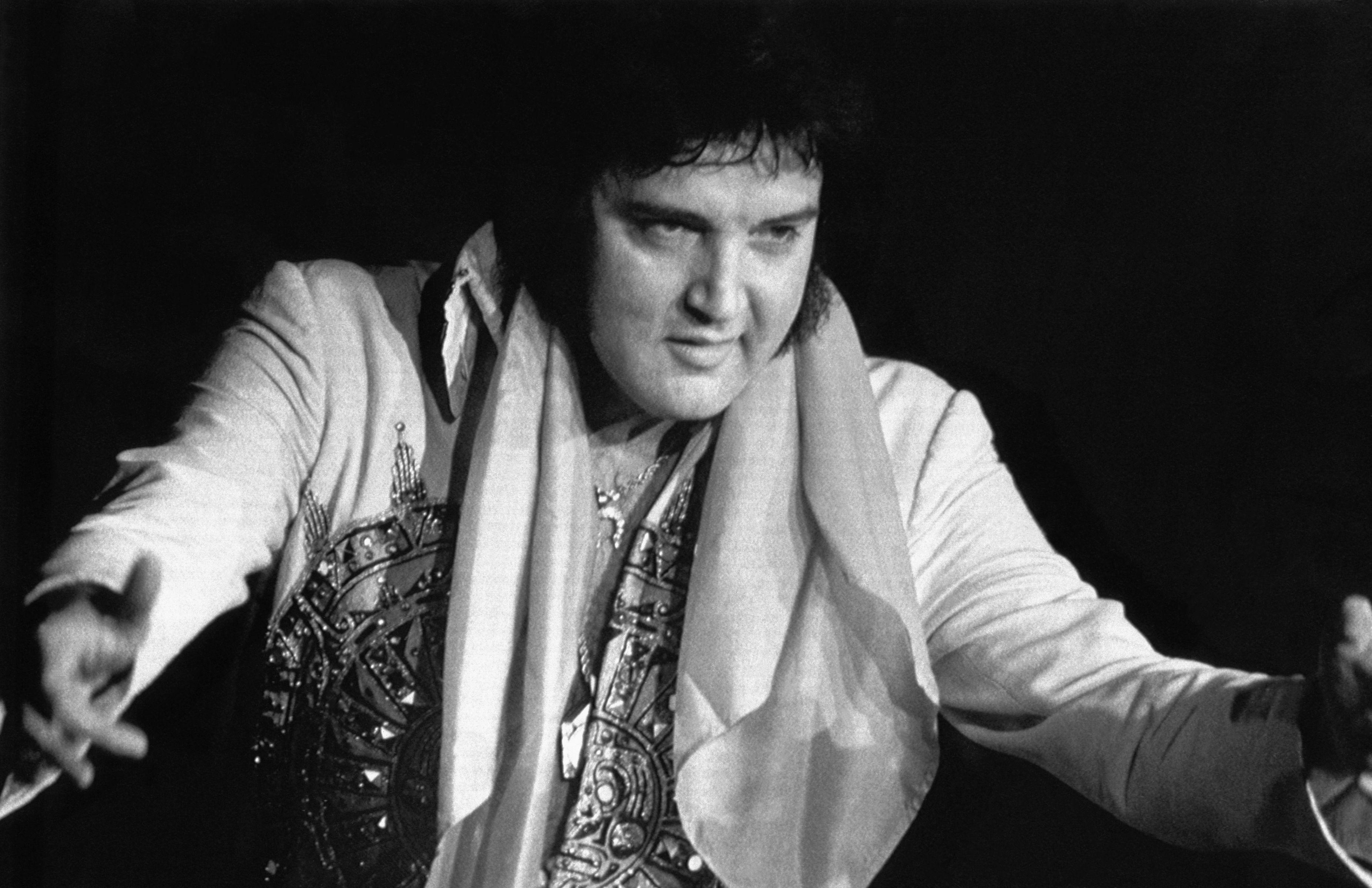 Por que Elvis Presley engordou?