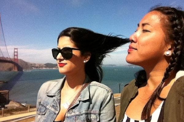 Esta mulher gosta do cabelo de sua amiga