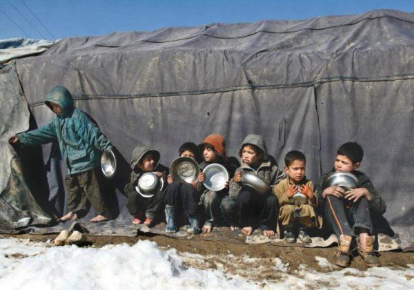 Crianças refugiadas no Afeganistão