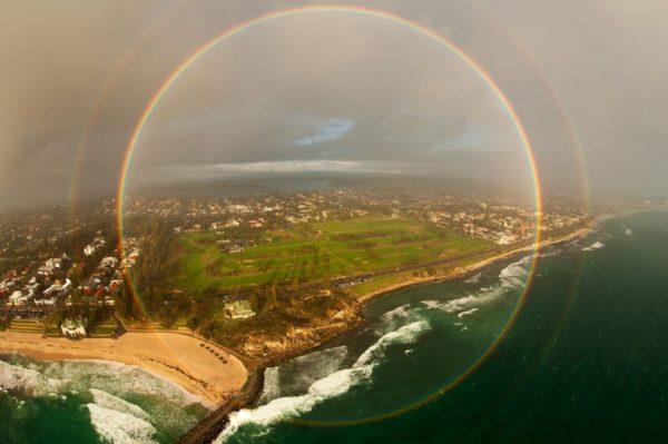 O lindo arco-íris de 360 graus