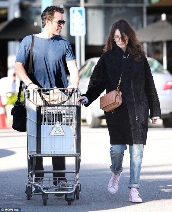 Carice Van Houten (Melisandre) é casada com Guy Pearce