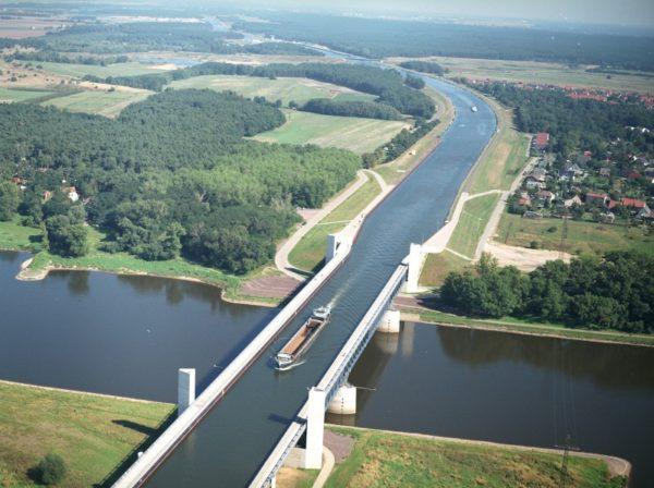 A ponte do aquífero de Magdeburg na Alemanha