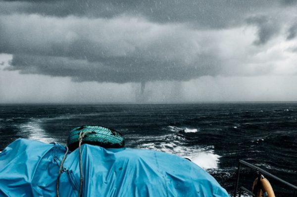 É assim que se sente preso por um tufão