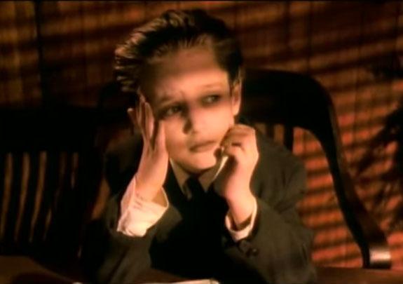 Elijah Wood em um vídeo de Paula Abdul