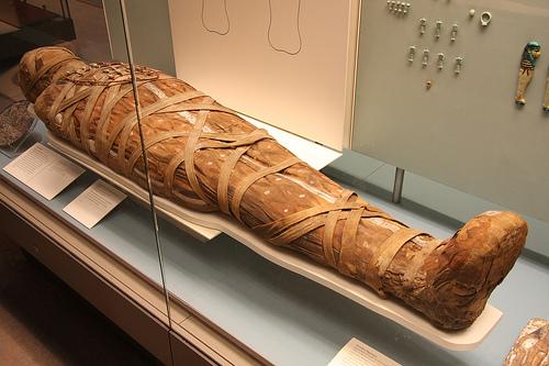 As múmias foram usadas como combustível para locomotivas