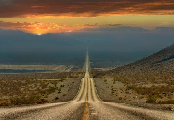 Caminho pelo Vale da Morte - Estados Unidos