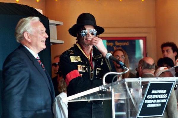 Michael Jackson continua batendo recordes