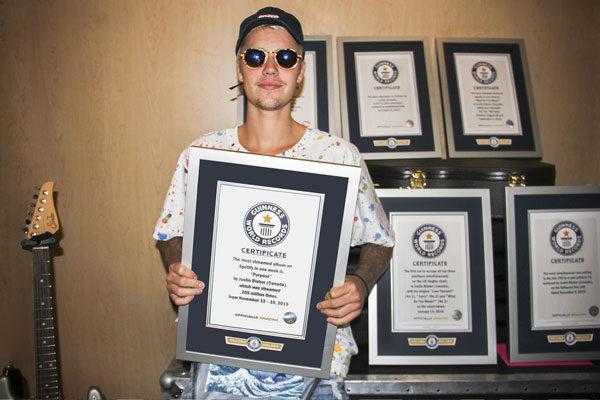 Justin Bieber tem OITO recordes