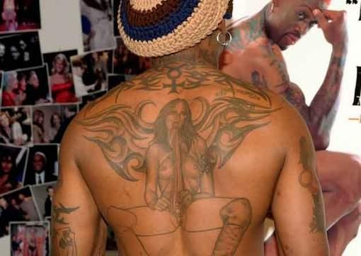 Dennis Rodman tem tatuagens incompletas