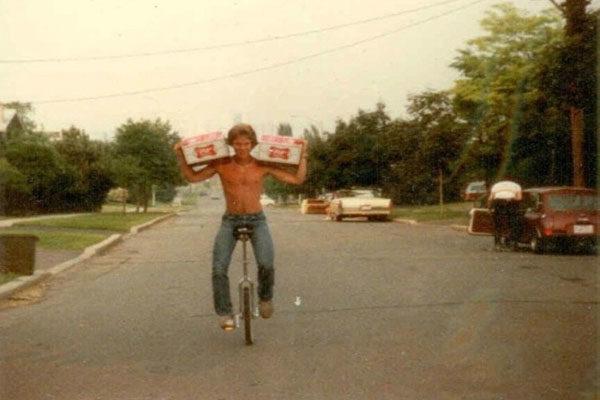 Ele traz as bebidas, 1978