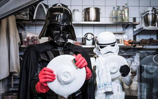 Lavador de pratos e seu ajudante