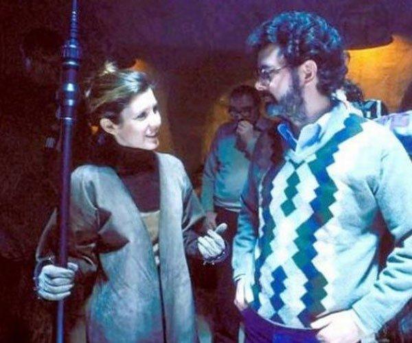 A princesa Leia conversa com George Lucas