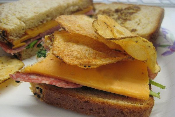 Sanduíche com batatas fritas