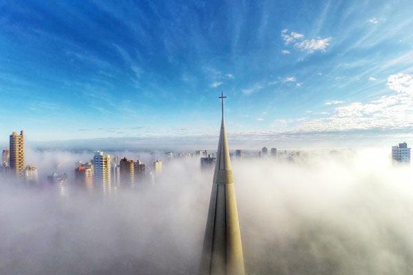 Cima da névoa
