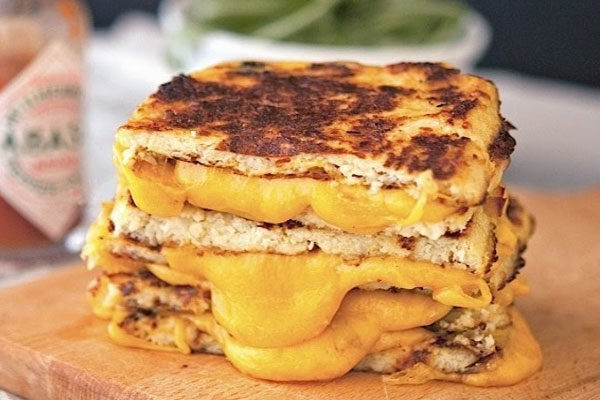 Torradeira de pão para derreter o queijo
