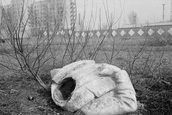Uma estátua arruinada